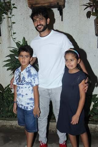 Daughter (s) :-Katya Tejwani Son (s) :-Neevan Tejwani
