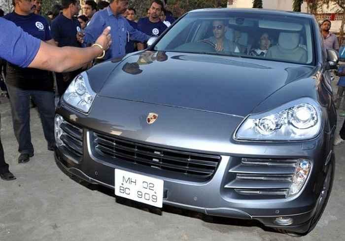 Akshay-Kumar-Porsche-Cayenne