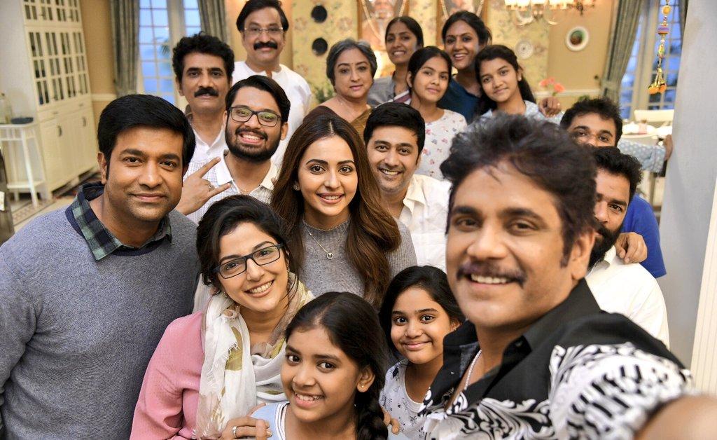 Vennela Kishore and actor-actress selfie