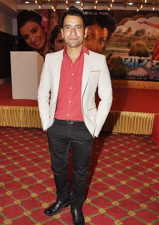 Dinesh Lal Yadav Body Measurements, Height, & Weight: