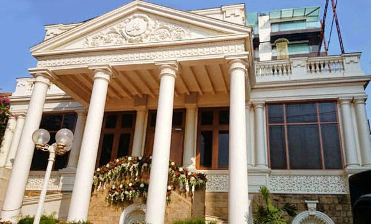 SRK's House Mannat from outside