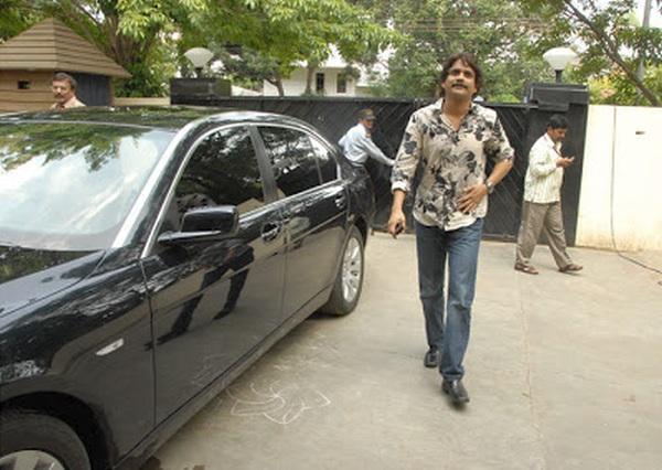 Nagarjuna-with-his-BMW-7-Series