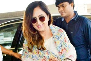 Mother :-Priya Ahuja ( Housemaker)