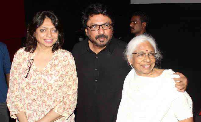 Sanjay-Leela-Bhansali-with-his-mother-and-sister