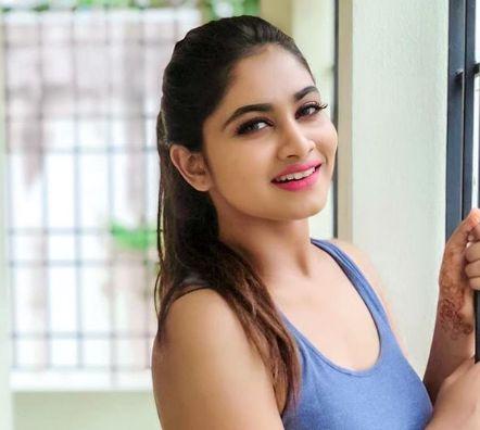 Shivani-Narayanan-smiling