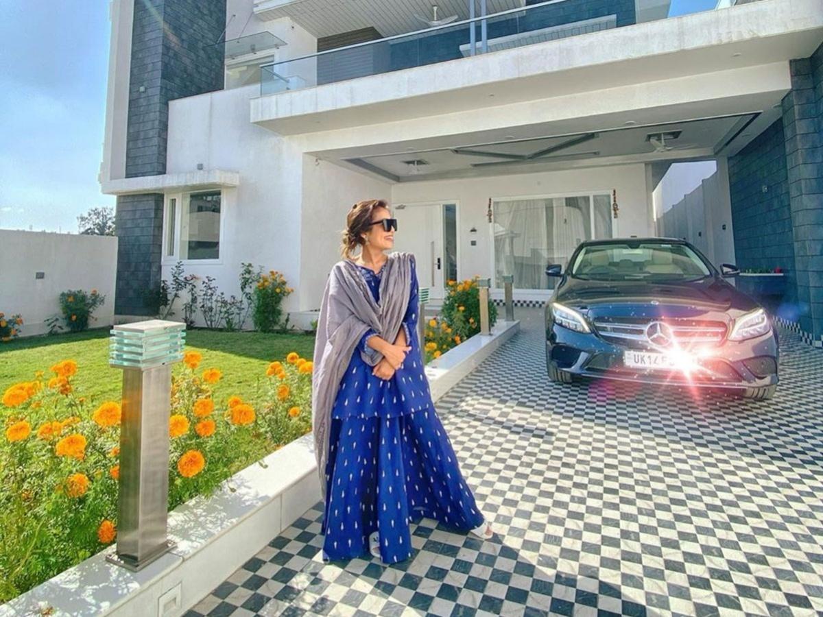 Singer-Neha-Kakkar-New-Bungalow-And-Old-House-Photos-1200x90_5e634103732c0_1200x900
