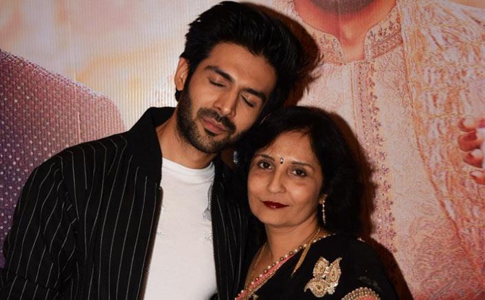 kartik-aaryan with-mother