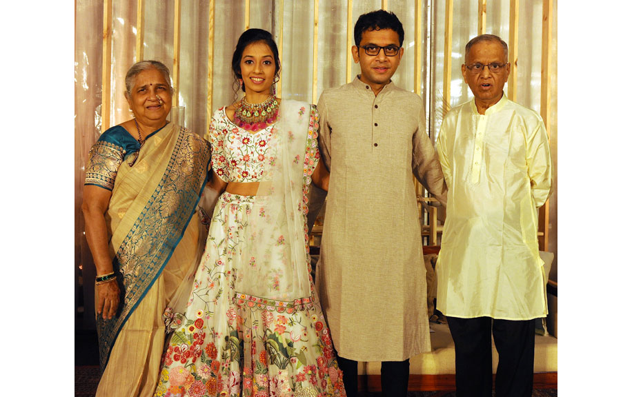 Sudha Murthy Friends, Family, And Relatives :