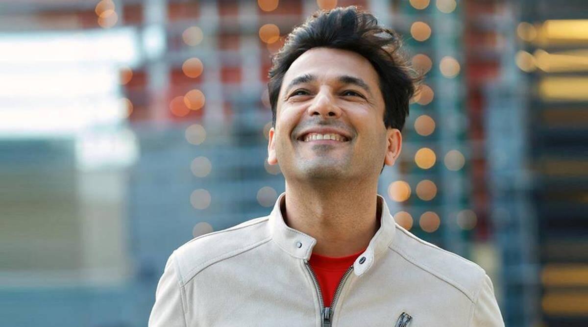 Vikas Khanna image with smile