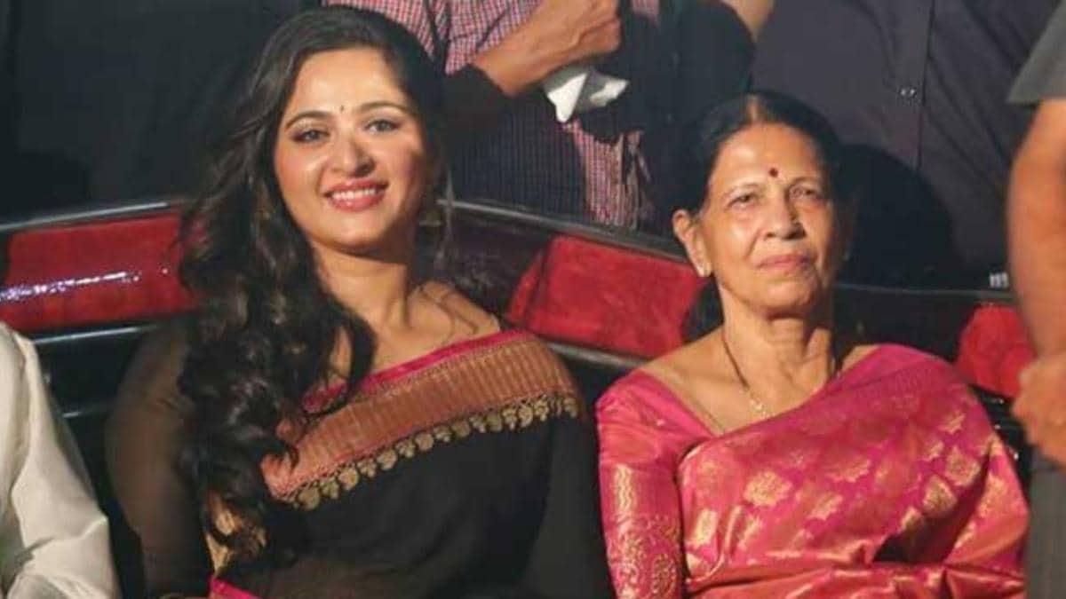 Anushka_Shetty_mom_