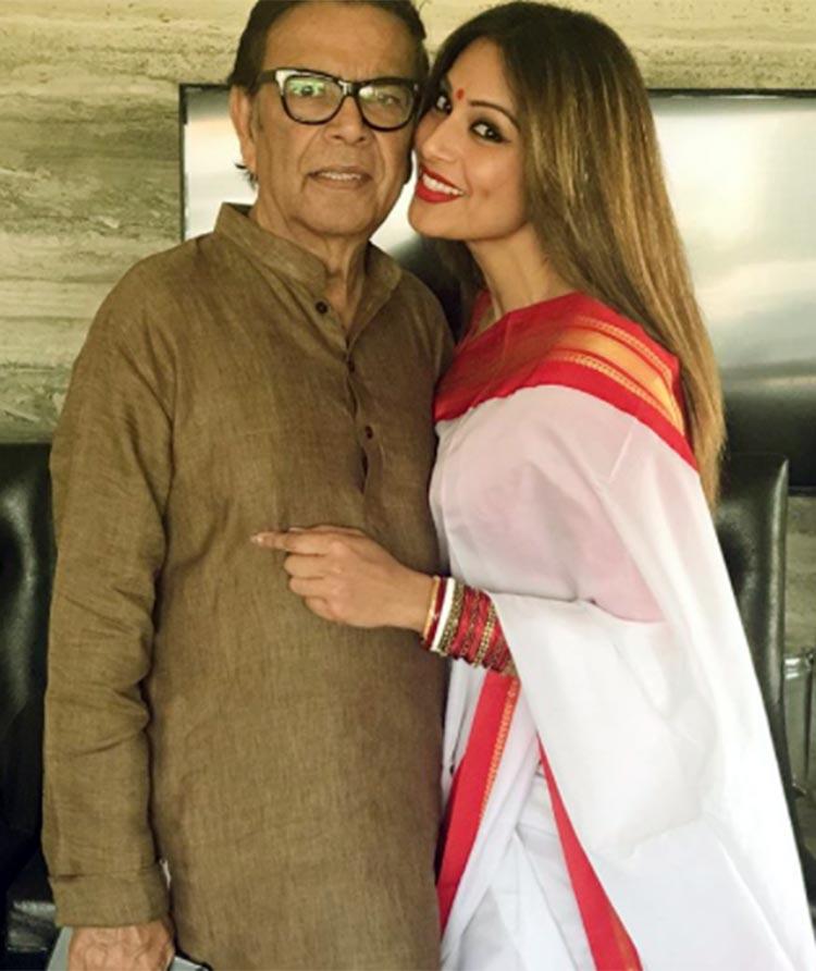 Bipasha Basu Father :-Hirak Basu (Engineer, owns a construction company in Kolkata)