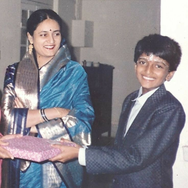 Childhood image of Riteish Deshmukh
