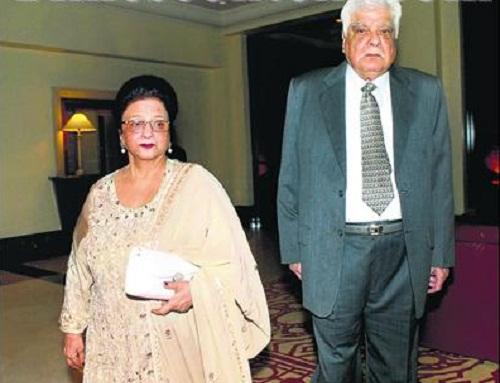 Sanjay Kapoor Father :-Late Surinder Kapoor (Producer) Mother :- Nirmal Kapoor