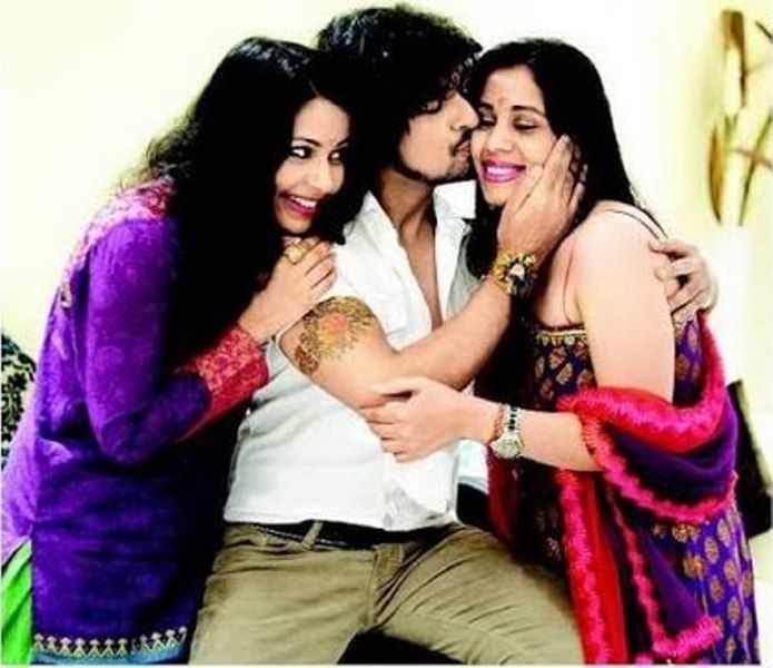 Sonu-Nigam-With-His-Sisters