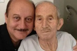 Anupam Kher's Father :- Shkarnath Kher (Worked as a Clerk in the Forest Department)
