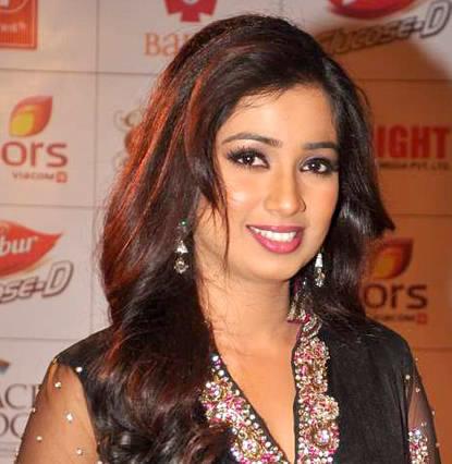 Shreya Ghoshal smiling image