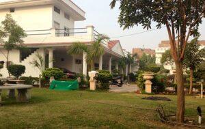 Sonu Sood's House/Living: