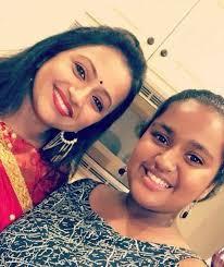 Suma Kanakala with her daughter