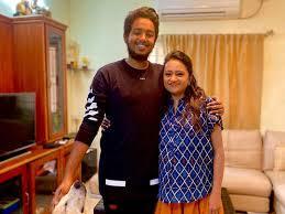 Suma Kanakala with her son