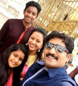 Suma Kanakala with her family