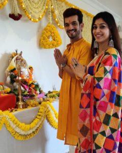 Arjun Bijlani with his wife