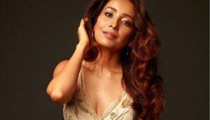 Asha Negi's Image pose