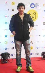 Deepak Tijori's height
