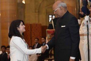 receiving-award-from-president